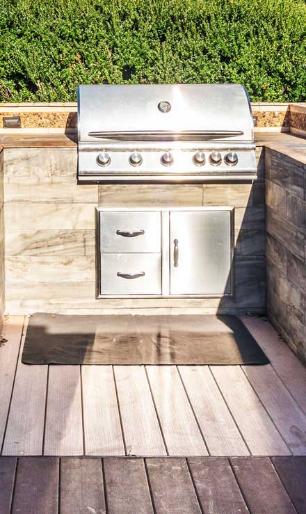 Golden Willow Landscaping Inc. Outdoor Kitchen